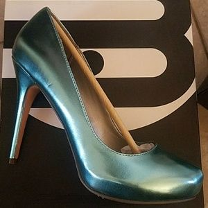 Michael Antonio teal heels size 10 nib